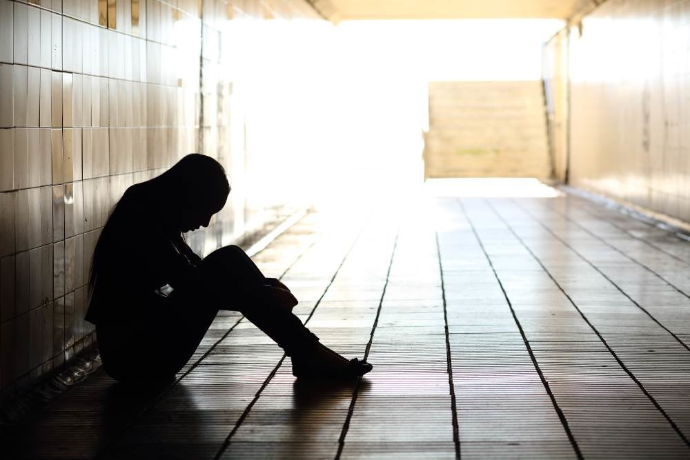 depressed-teenager-in-tunnel