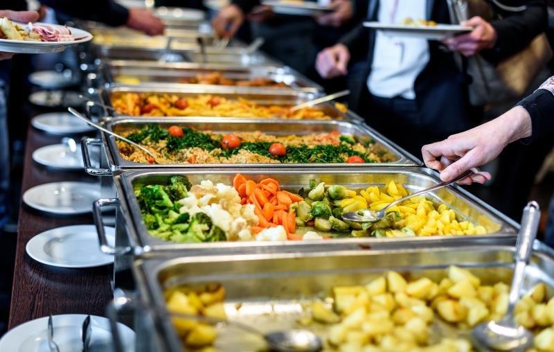 buffet-serving-food