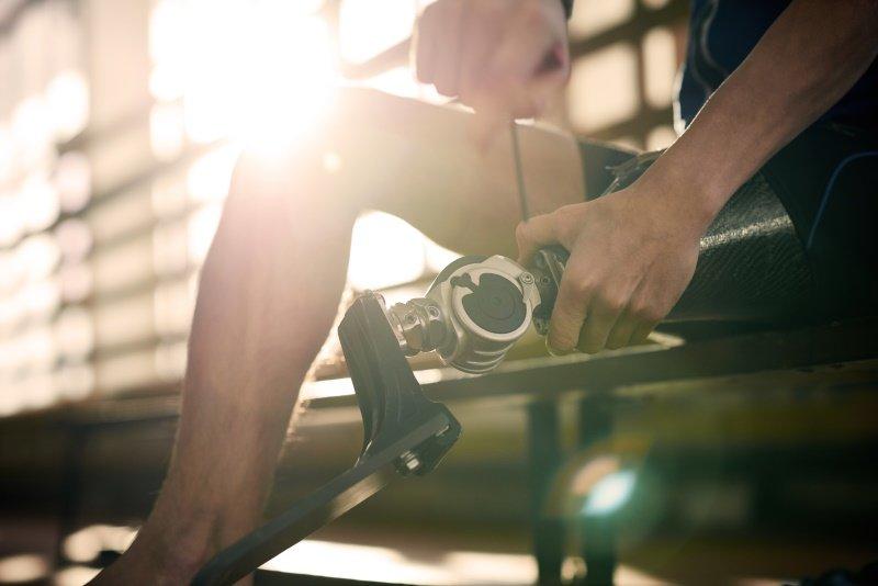 man-fixes-prosthetic